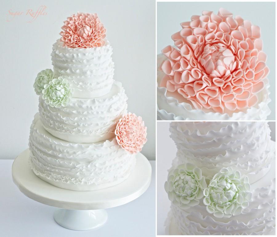 Hochzeit - Rüsche-Hochzeits-Kuchen mit Pale Coral Und Minze Blumen