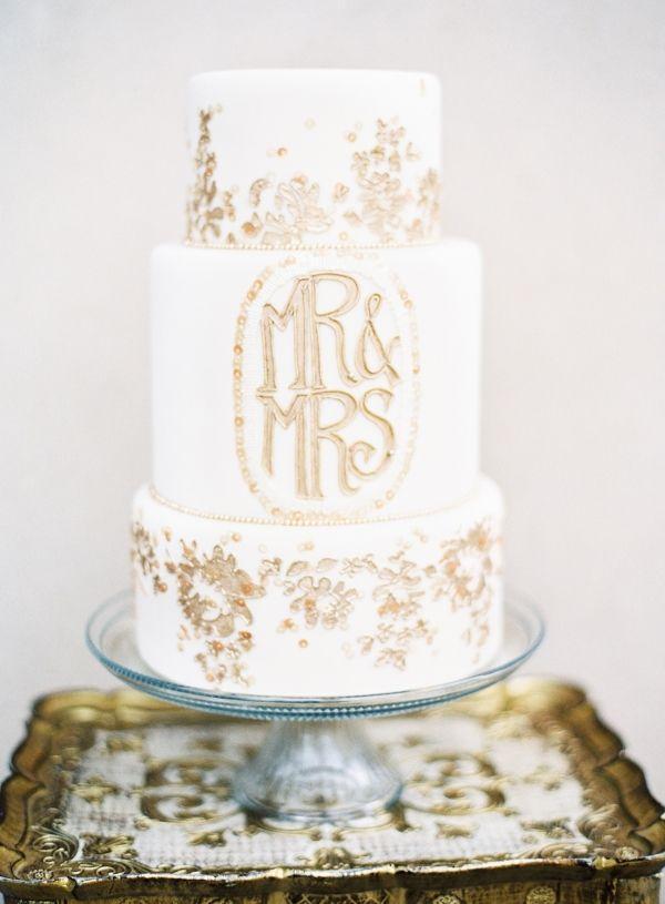 gold flocken hochzeitstorte gold flaked wedding cake