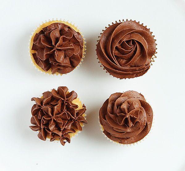 Mariage - Quatre façons de glacer un gâteau avec une pointe ouverte étoile