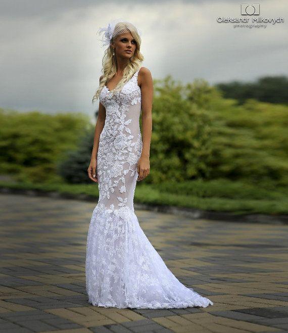 Платье из кружева и жемчуга