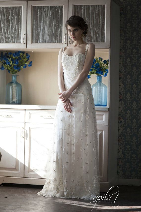 Hochzeit - Lace lange Hochzeits-Kleid, Langes Elfenbein-Hochzeits-Kleid, Satin und Spitze Brautkleid, Hochzeitskleid mit Perlen L2