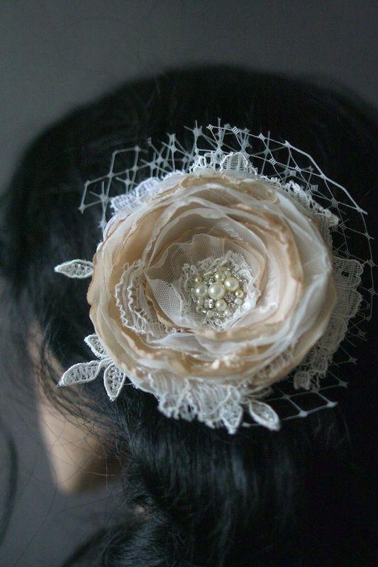 Mariage - Nuptiale de dentelle de fleur de cheveux de mariage accessoires Vintage Style fascinateur nuptiale postiche Beige Champagne Tan