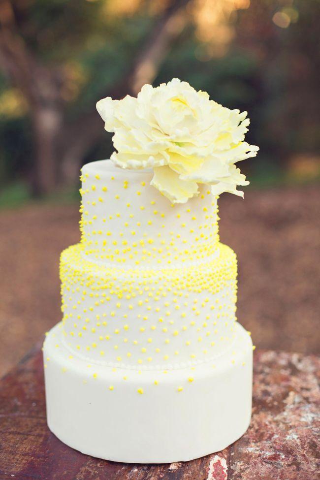 Желтый торт свадебный