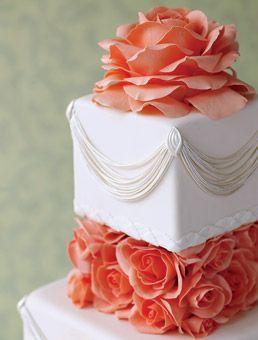 Hochzeitstorten Hochzeitstorte Mit Rosa Rosen Drapieren 2130434