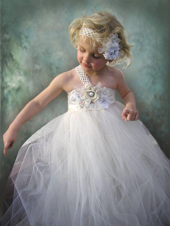Blumen Madchen Ring Trager Blumenmadchen Kleid 2132522 Weddbook