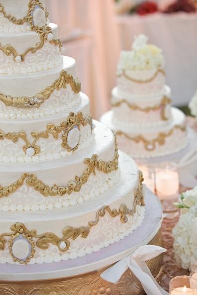 Gâteau Blanc Et Or Mariage Gâteaux 2138004 Weddbook