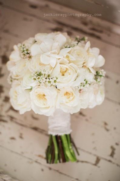Hochzeit - Bouquets In White