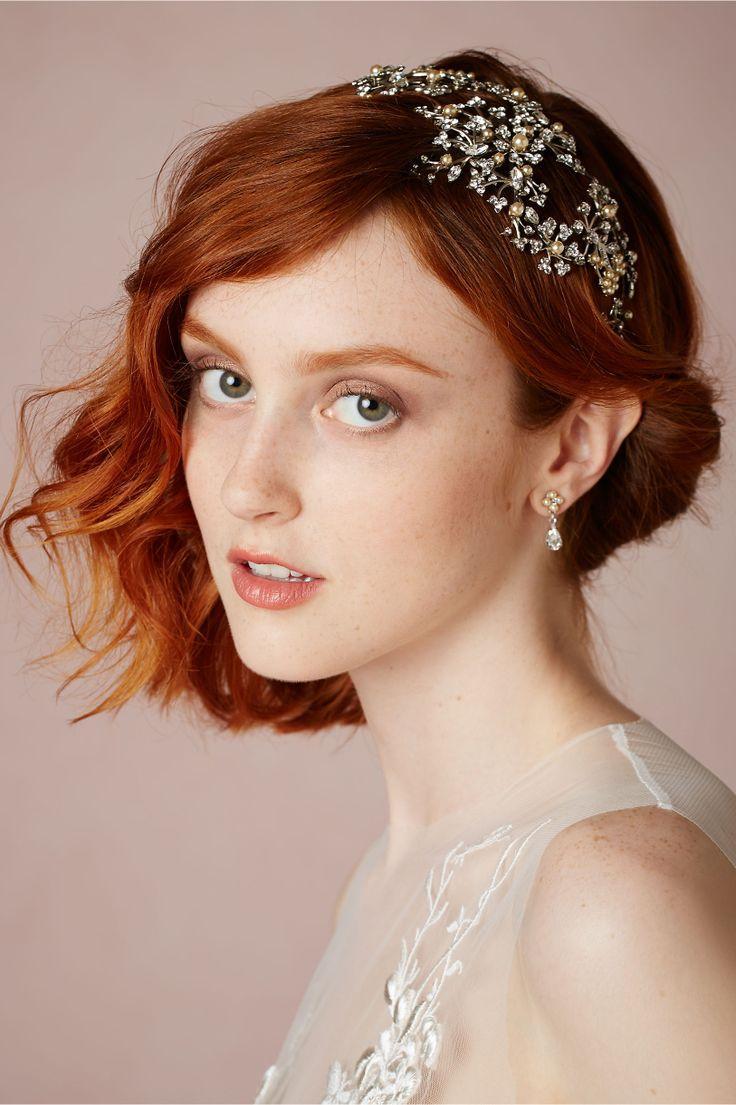 Фото свадебных причесок на короткие волосы с диадемой