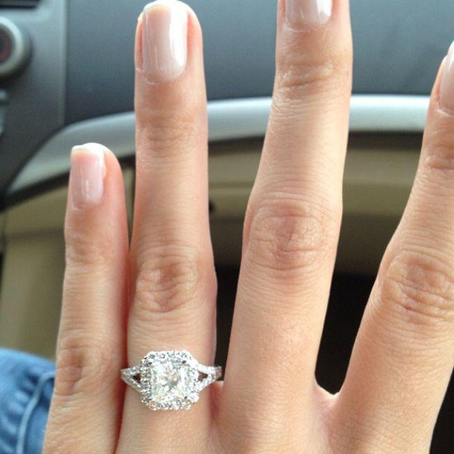 10 Steps To A Better Engagement Ring Selfie #2140538 ...