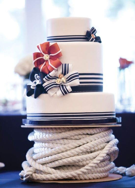 Mariage - Love This gâteau nautique rouge, blanc, et bleu