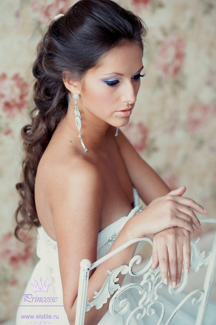 свадебные прически на длинные волосы в греческом стиле с фатой