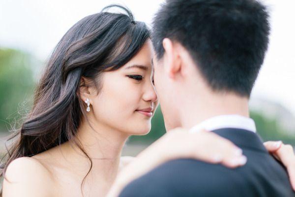 Hochzeit - Romantische Pariser Engagement Session