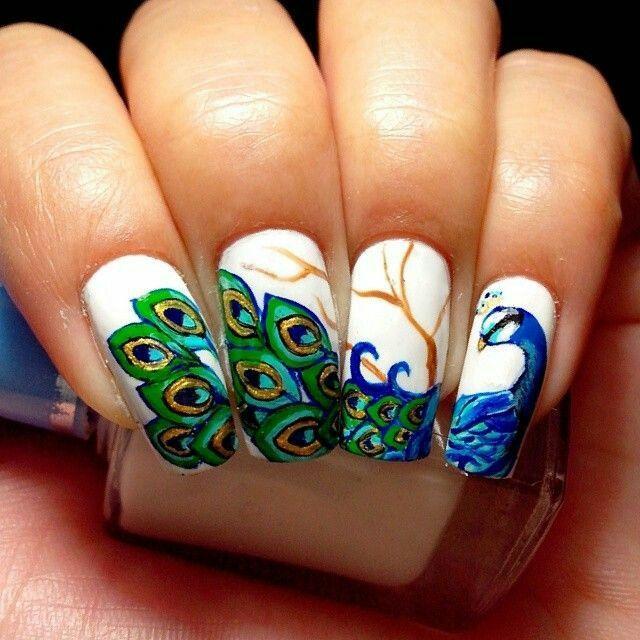 Перья павлина на ногтях