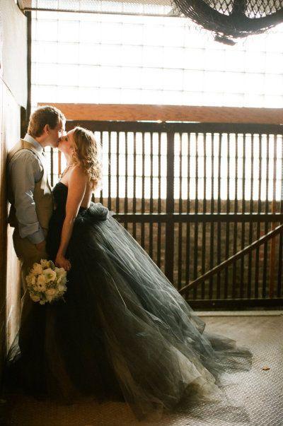 Невеста в черном платье можно ли