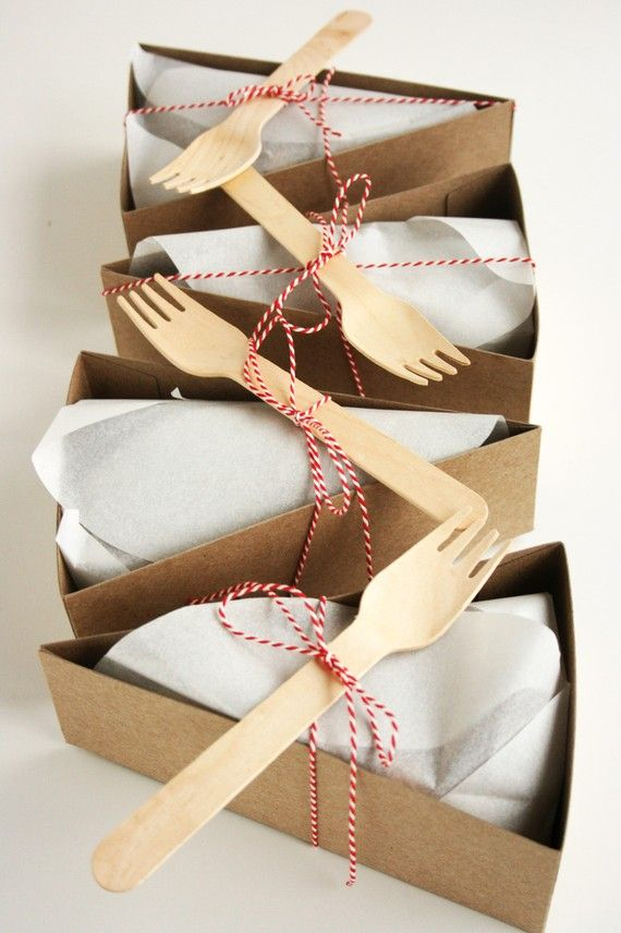 Mariage - 24 DELUXE Wedge-Shaped Pie Box Kits (Forks And Other Accessories Included)