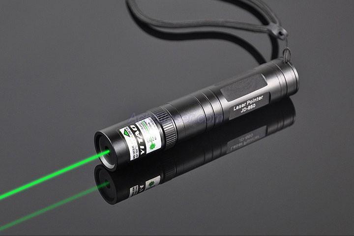 Pointeur laser 1000mw vert 2156297 weddbook for Pointeur laser vert mw