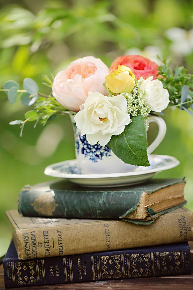 Mariage - Southern Story Time Tea Party Wedding Inspiration