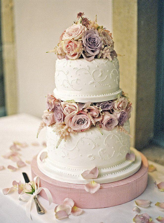 25 classic wedding cakes that stand the test of time