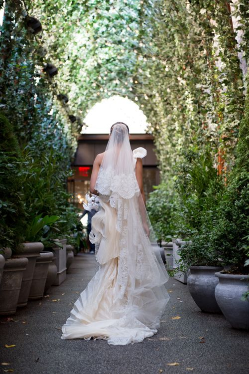 Hochzeit - A Glamorous Ceremony At St. Patrick's Cathedral And Reception At The Bowery Hotel In New York