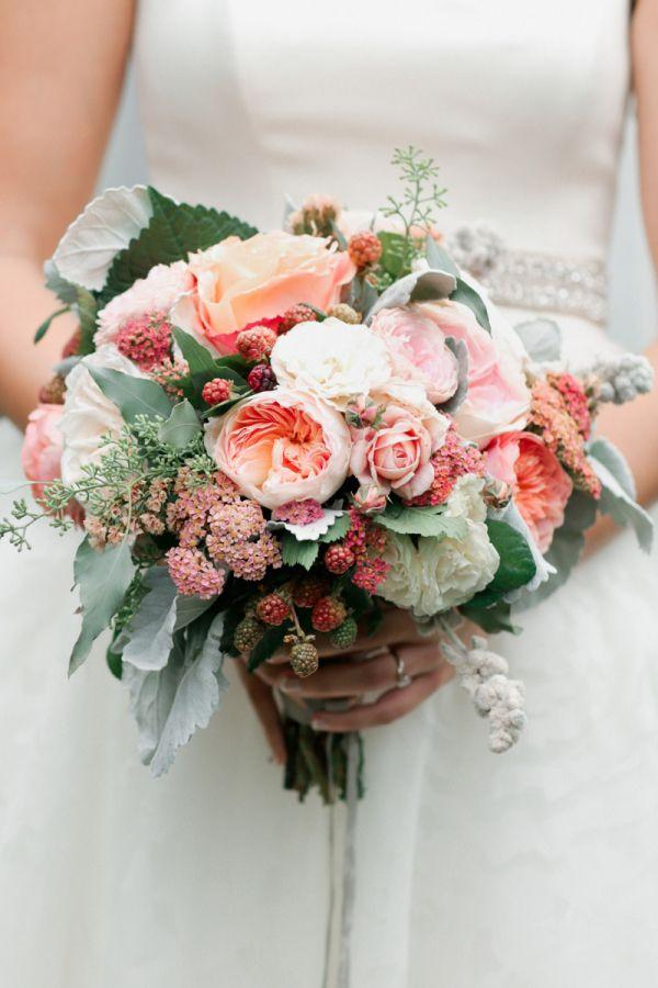 Свадьба - Ranunculus And Berry Bouquet