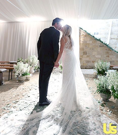 Свадьба - Lauren Conrad Kisses William Tell In Gorgeous New Wedding Photo: See Her Couture Gown!