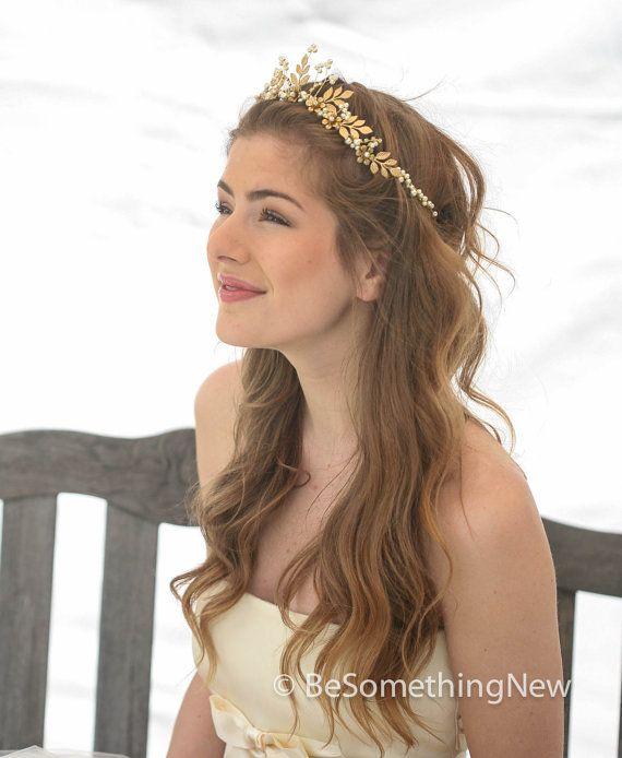 زفاف - Gold Wedding Crown Woodland Queen Wedding Headpiece Leaves Flowers And Pearls, Wedding Hair, Metal Wedding Hair Accessory, Gold Bridal Tiara