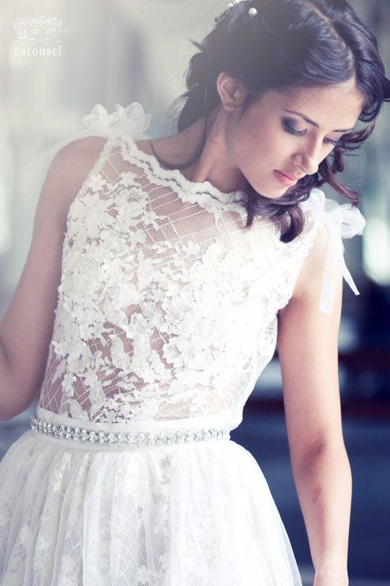 Wedding - Lace Wedding Dress // Mia