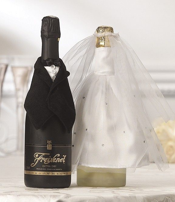 Свадьба - Bride and Groom Wedding Champagne Wine Bottle Covers