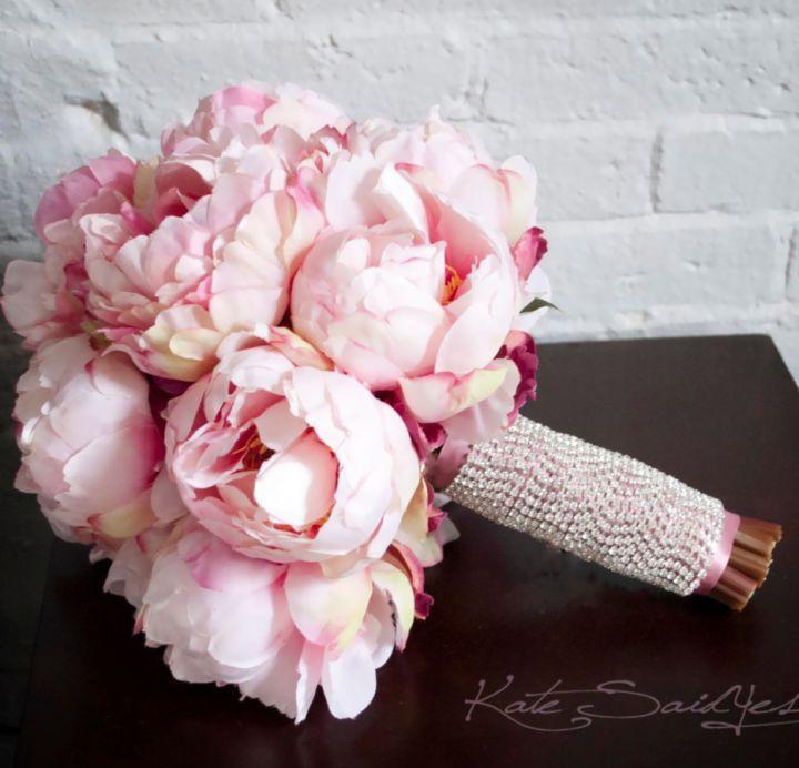 Свадьба - 16 Striking And Elegant Bridal Bouquet Ideas