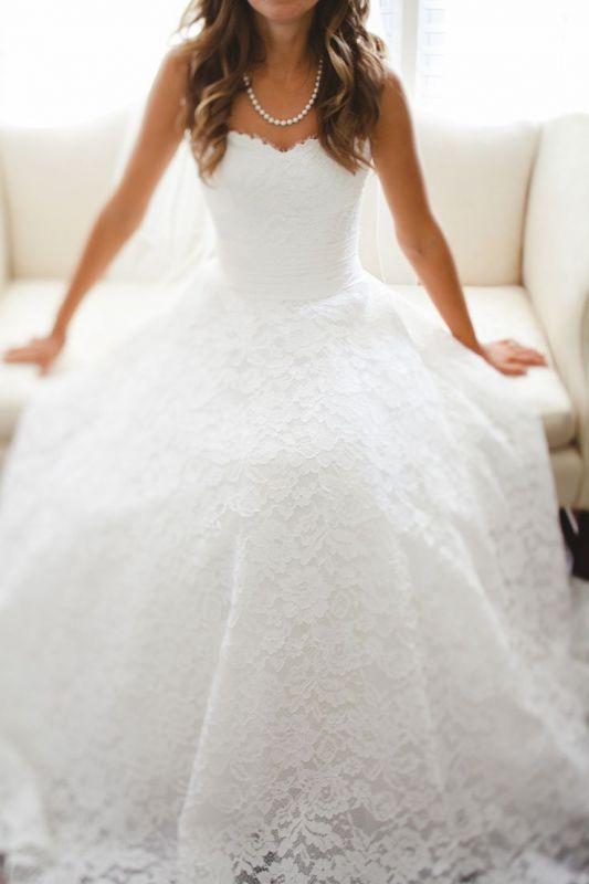 Фото свадебных платьев с кружевом пышных