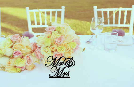 Свадьба - Mr and Mrs head table wedding sign