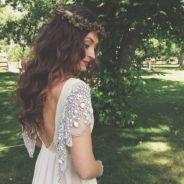 Свадьба - Short Sleeved/Cap Sleeved/Off The Shoulder Sleeves Wedding Gown Inspiration