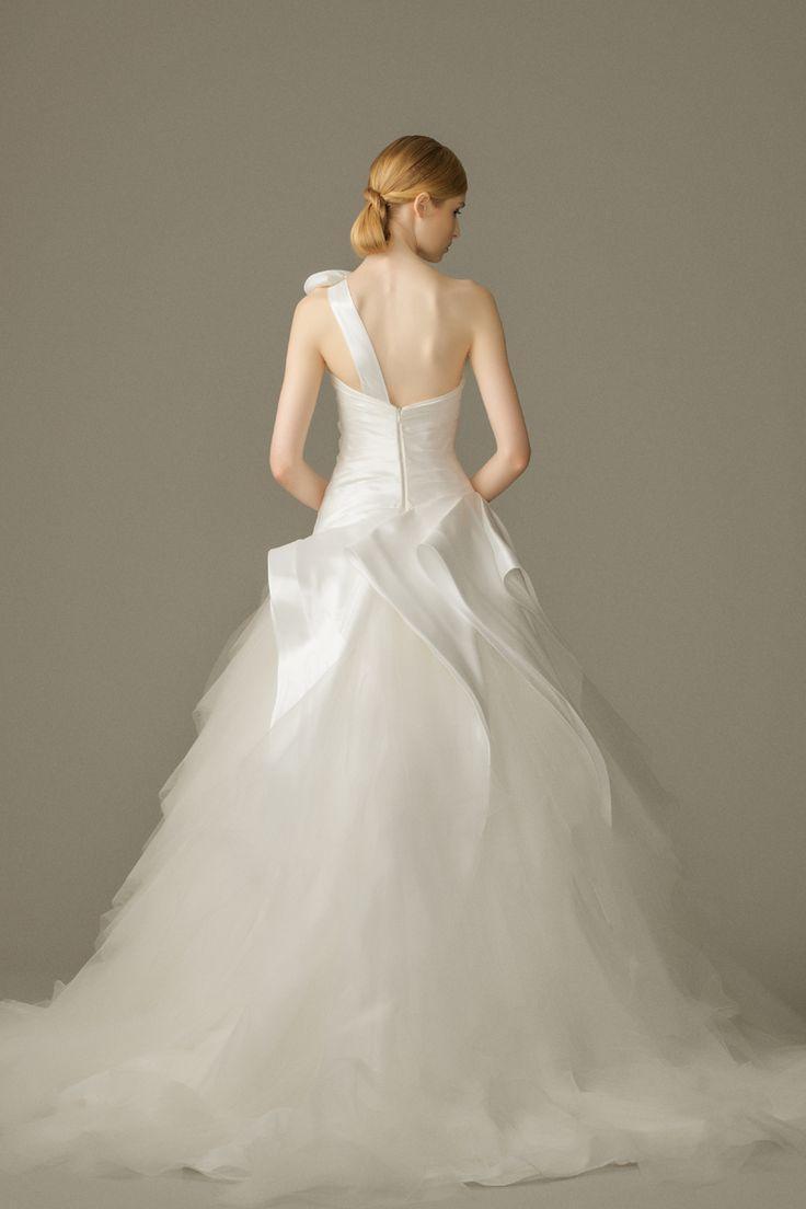 زفاف - One Shoulder Strap Wedding Dress Inspiration