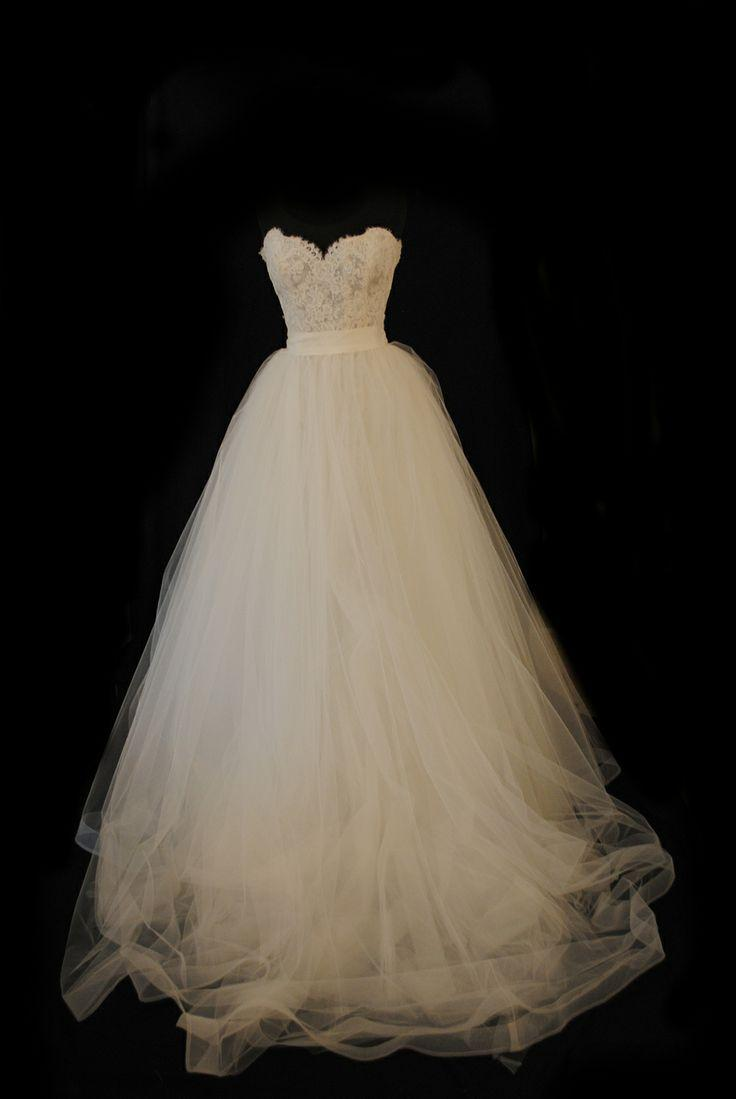 Свадьба - Exquisite Lace A-line Sweetheart Neckline Sweep Train Lace-up/Zipper Back Tulle Wedding Dress
