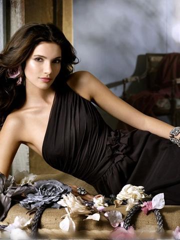 Hochzeit - Black One-shoulder Chiffon A-line Knee-length Bridesmaid Dress with Flower Applique