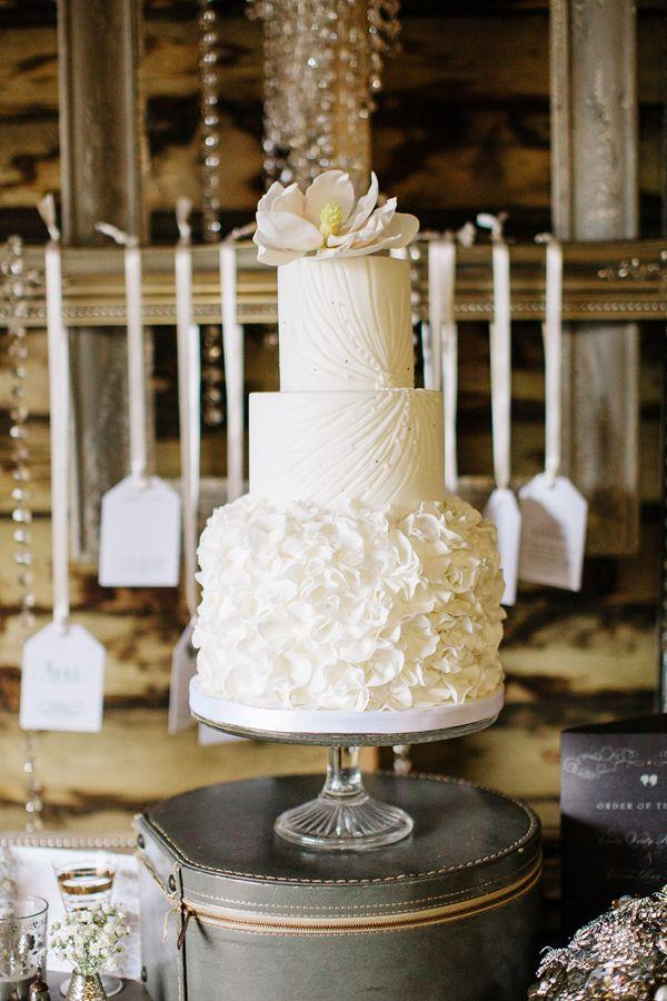 Свадьба - Autumn Wedding Inspiration ~ A Romantic Field Picnic, Rustic Barn, Bow Ties And Tweed