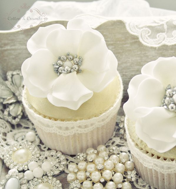زفاف - White & Gold Wedding Cakes