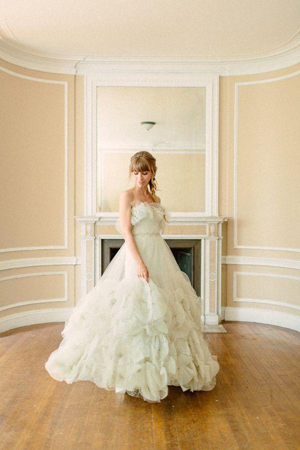 Свадьба - Photo By Http://themelideos.com/ - Http://ruffledblog.com/alder-manor-wedding-with-a-mint-green-dress