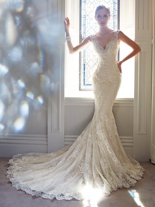 Hochzeit - A Collection Of 18 Breathtaking Bridal Gowns By Sophia Tolli