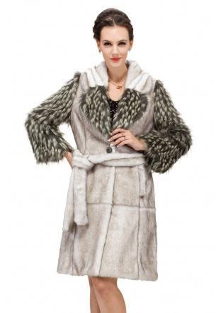 Hochzeit - Fake fur coat  with raccoon fur sleeves