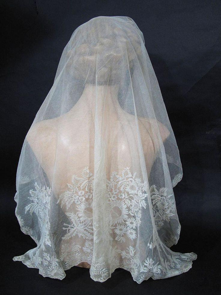 Mariage - Highly Ornamented 1790 - 1810 Blonde Lace Bonnet / Wedding Veil