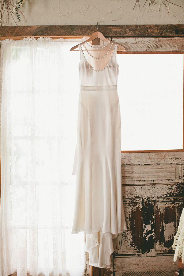 Hochzeit - Classic Winter Elegance For A Rustic Vintage Barn Wedding