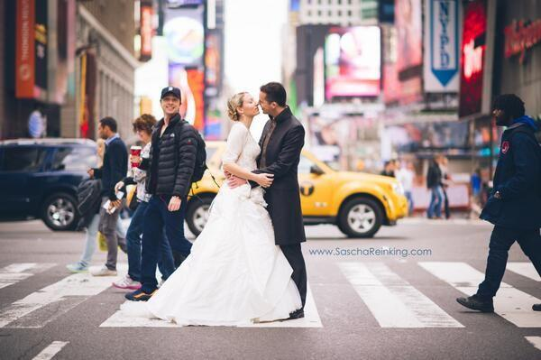 Wedding - Zach Braff Just Perfected The Photobomb