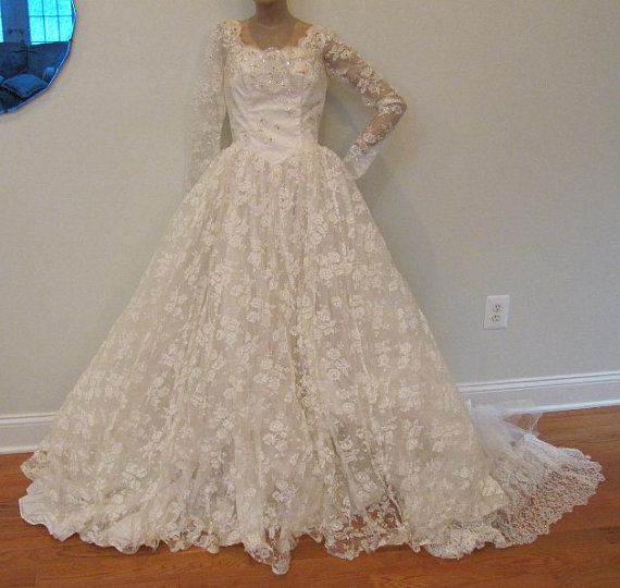 Wedding - Vintage 1950s Ivory Lace Wedding Dress Bridal Gown
