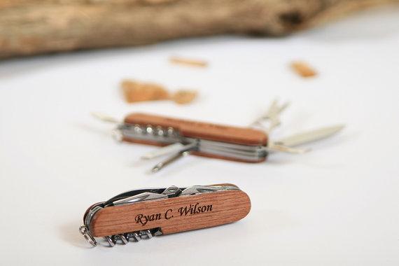 Свадьба - Engraved Pocket Knife, Personalized Groomsmen Gift, Ring Bearer Gift, Graduation Gift, Knife