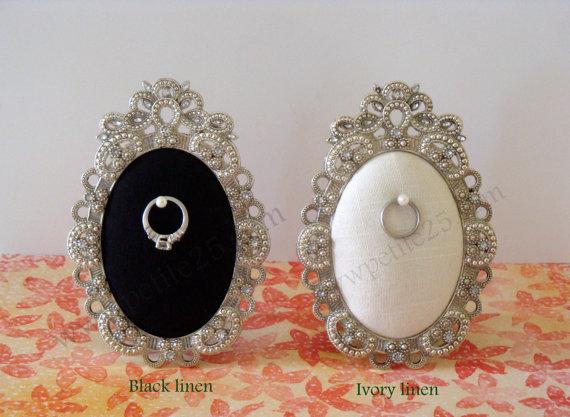 Mariage - Wedding ring holder oval diamond frame: engagement ring holder, bridal shower gift, for her, ring stand