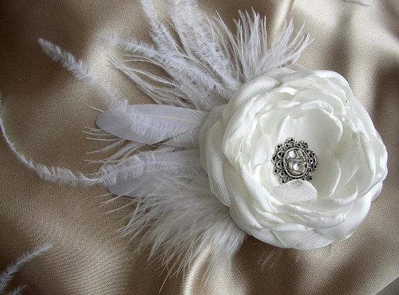 Feather wedding hairpiece vintage style wedding hair flower feather wedding hairpiece vintage style wedding hair flower white hairclip feather fascinator large white hair piece bridal hair mightylinksfo