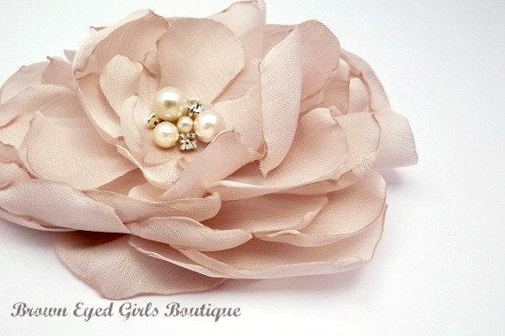 Hochzeit - Amsale Inspired Blush Bridal Flower Hair Clip, Blush Wedding Hair Accessory, Blush Fascinator, Blush Bridal Head Piece