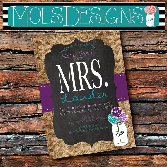 Свадьба - any Color Mrs. Bridal MASON JAR Vintage BURLAP Chalkboard Purple Lilac Turquoise Floral Wedding Brunch Tea Party Baby Shower Invitation