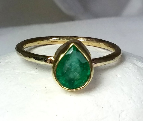 Свадьба - Columbian Emerald gemstone gold Ring, solid yellow gold and emerald engagement ring, birthstone ring, fine jewelry